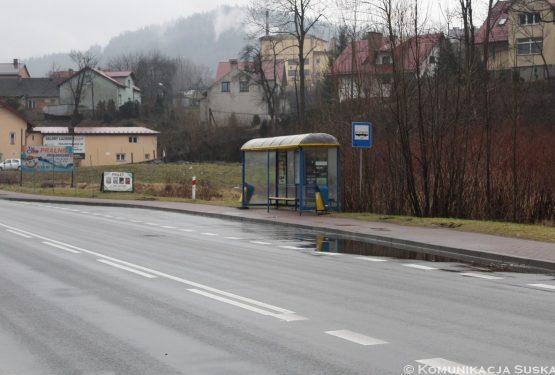 Sucha Beskidzka: nowy asfalt wzatokach przystankowych