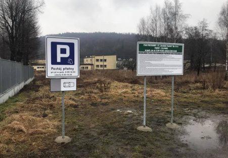 Naterenie dworca autobusowego wSuchej Beskidzkiej uruchomiono płatny parking